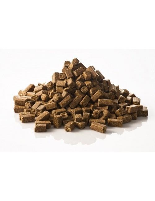 Lobs de St Hippolyt son dados con vitaminas y minerales como golosina para el caballo